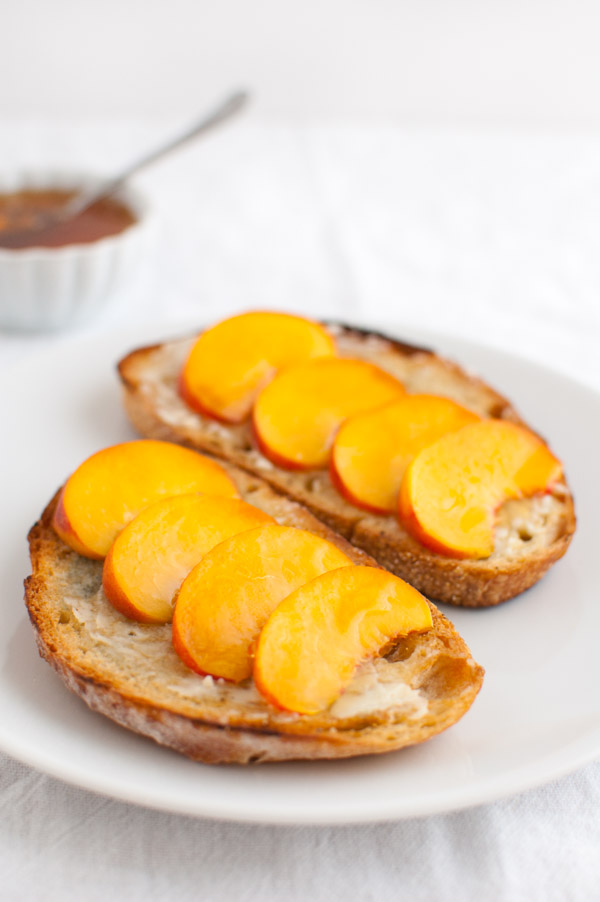 Crostini with Peaches, Blue Cheese, and Honey | tamingofthespoon.com