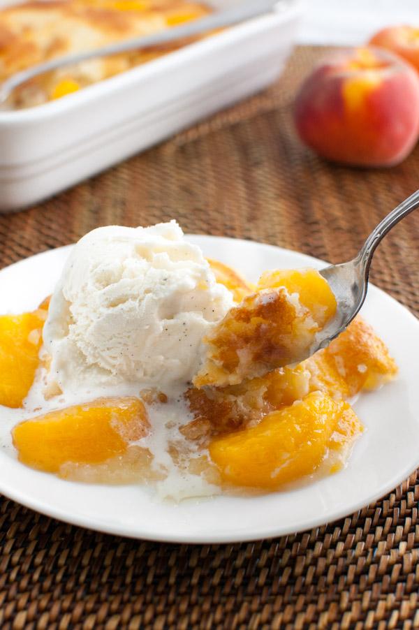 Peach Cobbler | tamingofthespoon.com