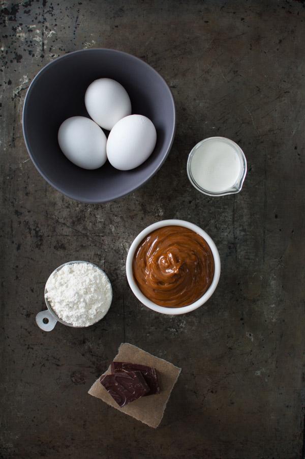 Molten Chocolate and Dulce de Leche Cake | tamingofthespoon.com