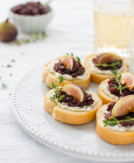 Fig and Goat Cheese Crostini