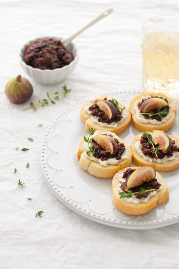 Fig and Goat Cheese Crostini - Soft goat cheese, fresh figs, and homemade savory fig jam come together in this easy yet elegant summer appetizer. | tamingofthespoon.com