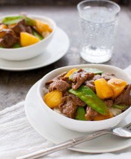 Beef Stir-fry with Pineapples and Snow Peas