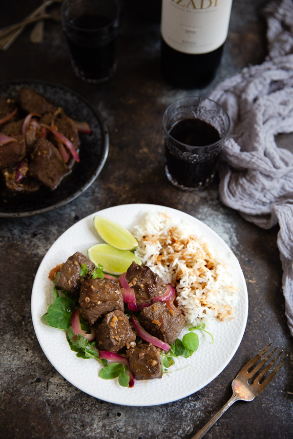 Vietnamese Shaking Beef (Bò Lúc Lắc) - The classic Vietnamese dish of seared beef in a tangy, slightly sweet sauce. It's homey and upscale at the same time. | tamingofthespoon.com