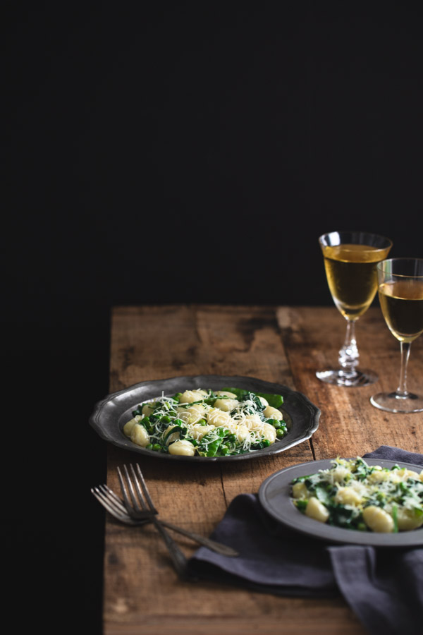 Lemon Gnocchi with Spinach and Peas - Bright and lemony and just as easy as cooking pasta. It's perfect for weekday meals and is loaded with healthy spinach and peas. | tamingofthespon.com